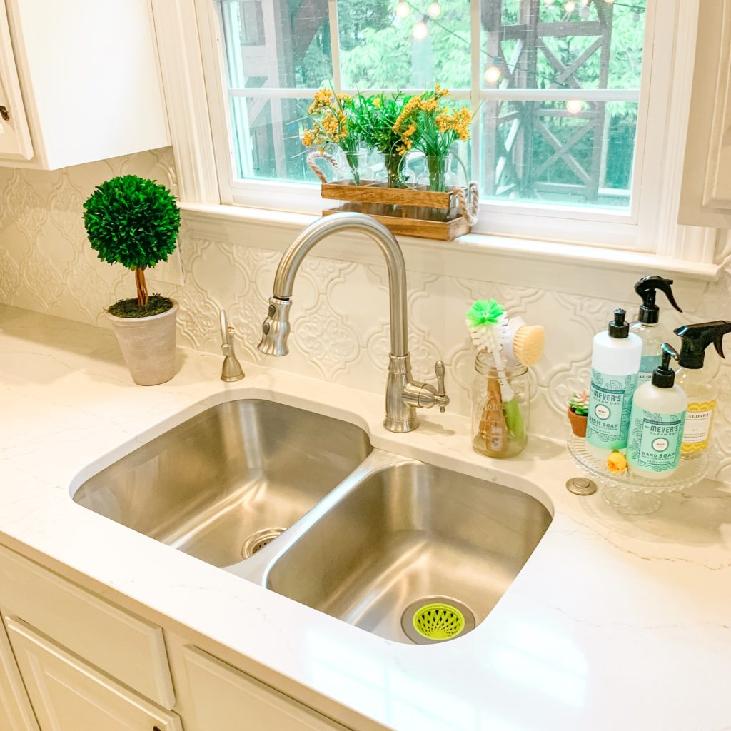 HOW TO DEEP CLEAN YOUR SINK